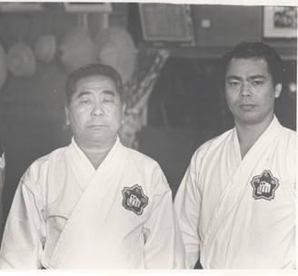 Sensei Seikichi Toguchi mit Sensei Yoshio Kuba